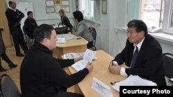 Мигранты на консультации в Международный день мигрантов в Шымкенте. Иллюстративное фото.
