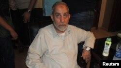 المرشد العام لجماعة الأخوان المسلمين المصرية محمد بديع بعد إلقاء القبض عليه.