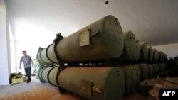 د لیبیا په یوه تېخانه کې ناڅرګندې وسلې موندل شوې.۲۶ اکتوبر ۲۰۱۱