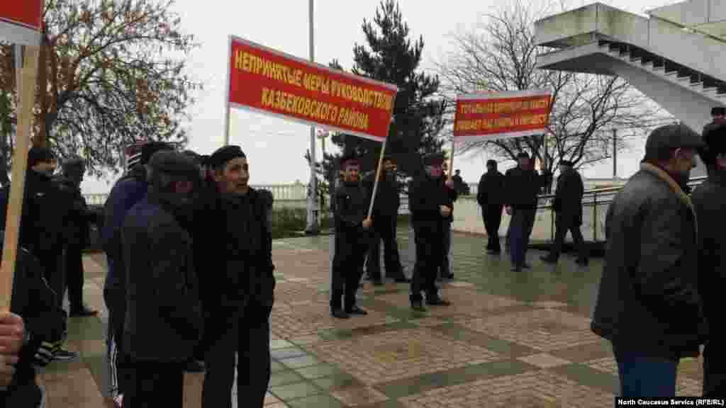 Жители села уверены, что махинации с СПК происходят с молчаливого согласия руководства района, правоохранительных органов и министерства сельского хозяйства республики