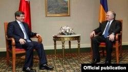 Armenia - Foreign Minister Edward Nalbandian (R) and his Turkish counterpart Ahmet Davutoglu meet in Yerevan, 12Dec2013.