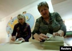 Подсчет бюллетеней на «референдуме» в Крыму, 2014 год