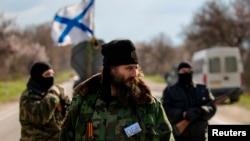 Članovi četničke paravojne formacije kod kontrolnog punkta u Sevastopolju, mart 2014.