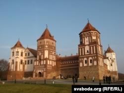 Відновлений Мирський замок, Гродненська область