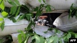 Донецк қаласынан 25 километр жердегі Марьинка елді мекенінде блок-постта тұрған ресейшіл сепаратист. Украина.