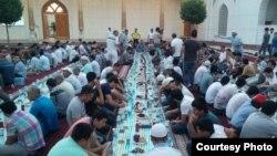Ташкент: мечиттеги ифтар (сүрөт эки жыл мурун тартылган)