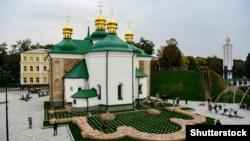 Церква Спаса на Берестові в Києві, яка є національною пам'яткою архітектури XII століття. Вересень 2019 року