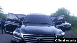 Սյունիքի մարզպետի ավտոմեքենան, որի վրա կրակել էին, 21-ը մայիսի, 2015թ.
