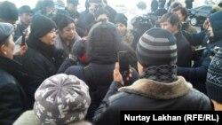 Теңгенин куну кеткенде Алматыда болгон нааразылык. 15-февраль, 2014-жыл.
