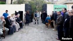 Քվեարկելու եկած եգիպտացիները ընտրատեղամասի մոտ իրենց հերթին են սպասում, Կահիրե, 14-ը հունվարի, 2014թ.