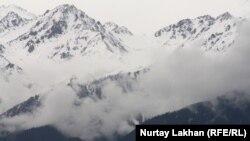 Горы близ Алматы.