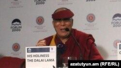 Դալայ Լաման Պրահայում կայացած ասուլիսի ժամանակ, 12-ը դեկտեմբերի, 2011թ.