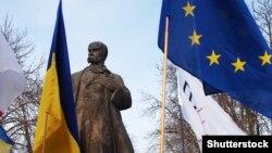 Пам'ятник Тарасові Шевченку в Луганську