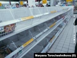 Пустые полки в московском супермаркете