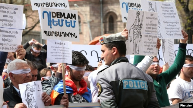 Armenia -- A symbolic protest action of the Dem.am civic initiative against the unpopular pension reform near the Constitutional Court building in Yerevan, 28 Mar, 2014