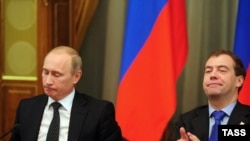 Putin and Medvedev at a December 29 Cabinet meeting.