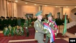 Официальная церемония прощания с президентом Туркменистана в его дворце в Ашхабаде