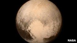 Горы на планете Плутон, запечатленные беспилотным космическим кораблем НАСА