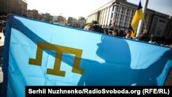 Как в Киеве провели День крымскотатарского флага (фоторепортаж)