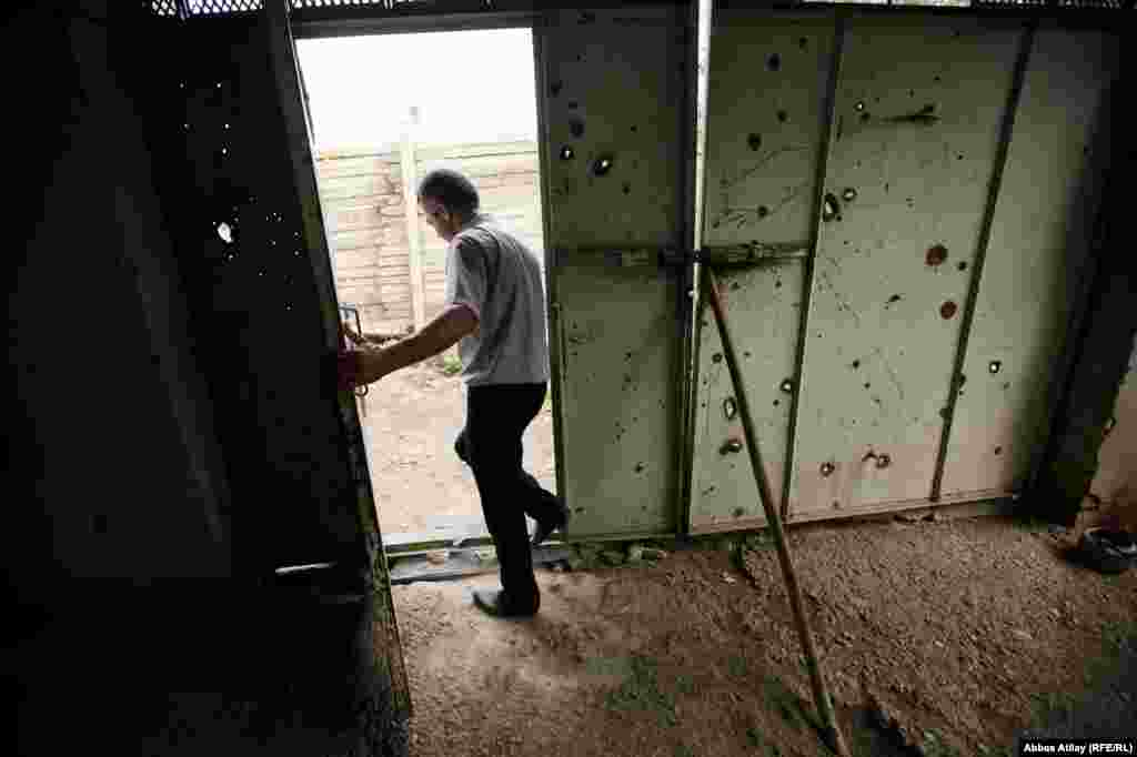 One of the doors on Siyavus's property is less than 100 meters from the zone of conflict.