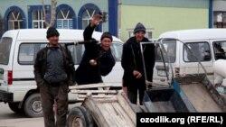 Большинство приезжих из областей узбекских студентов вынуждены подрабатывать чернорабочими. Иллюстративное фото.
