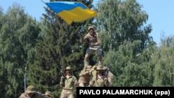 Українські десантники демонструють свої навички на військовій базі у Львові, 2 серпня 2017 року