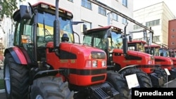 """Трактары """"Беларусь"""" <br/>наМенскім трактарным заводзе"""