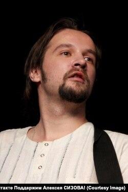 Журналист Алексей Сизов, которого бывшая жена обвиняет в насилии над детьми