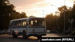 Awtobus.