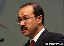 Uzbek Prime Minister Abdulla Oripov (file photo)