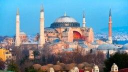 Щороку собор Святої Софії відвідують мільйони туристів