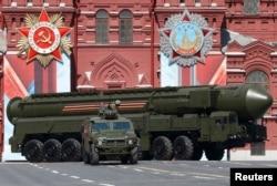"""Межконтинентальная баллистическая ракета """"Ярс"""", принятая на вооружение в 2009 году"""