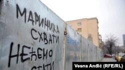 """""""Marinika shvati, nećemo stati"""", stoji na grafitu u Beogradu"""