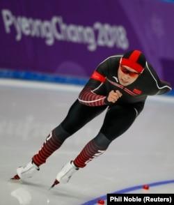 Конькобежец Аршынгазы Шакен, выступающий за сборную Китая.