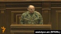 Министр обороны Армении Сейран Оганян (архив)