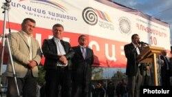 Armenia - The Prosperous Armenia, Zharangutyun and Armenian National Congress parties hold a joint rally in Ararat, 3Oct2014.