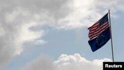 Flamuri i SHBA-së dhe i BE-së.