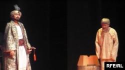 Сцена из спектакля «Растерявшийся султан». Уральск, 7 февраля 2009 года.