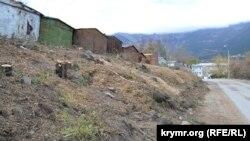 В Ялте вдоль ремонтирующейся дороги спилили около 20 деревьев, архивное фото