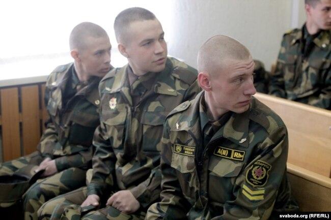 На фота — пацярпелыя Захарэвіч, Кучынскі і Кандрацук