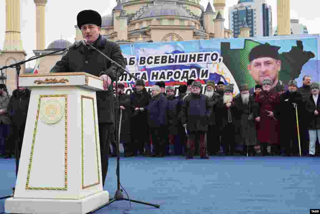 Зі сцени чеченського лідера підтримала низка політичних та громадських діячів Росії