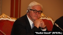 German Minister Frank-Walter Steinmeier suggested a gradual reduction of sanctions if Russia moves to resolve the Ukraine conflict.