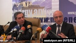 Слева направо: Арег Галстян и Иосиф Исаян на пресс-конференции (архив)