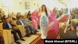 """جانب من عرض أزياء """"سحر العباءة العراقية"""" في فندق بغداد للمصمم العراقي سنان كامل"""