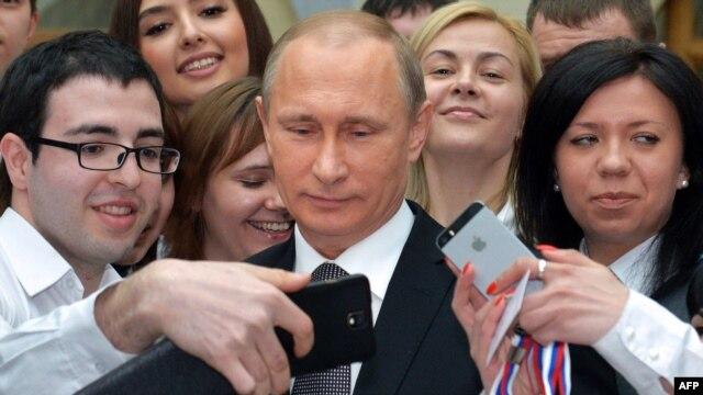 Rusiya vətəndaşları Putinin teledebatını