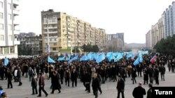 Yürüşlə başlanan etiraz aksiyası Ukrayna dairəsində mitinqlə davam etdirilib