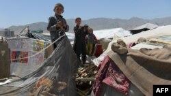 Афганские дети в лагере под Кабулом для внутренне перемещенных.