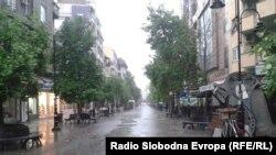 Врнежи од дожд во Скопје. Илустрација.
