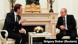 32-летний канцлер Австрии Себастьян Курц и 65-летний президент России Владимир Путин