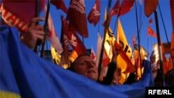 В пятницу Украина стала чуть ближе к выходу из политического кризиса